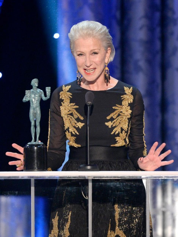"""Helen Mirren terminó la noche como la mejor actriz en una película para televisión o miniserie, por su actuación en """"Phill Spector"""". (AFP)"""