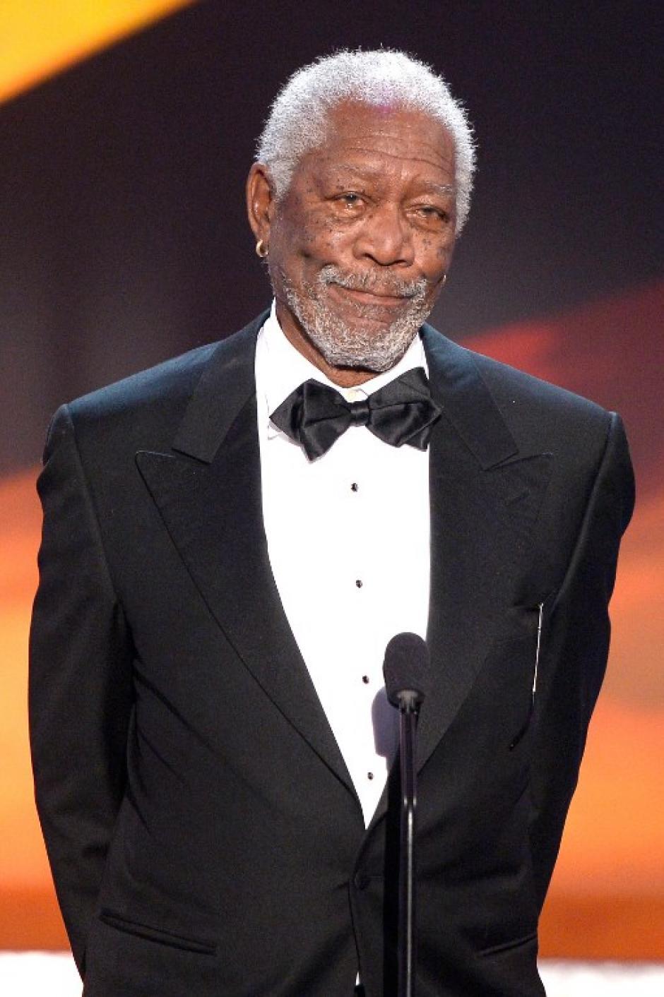 Morgan Freeman rindió un emotivo homenaje a Rita Moreno, su amiga de muchos años. (AFP)