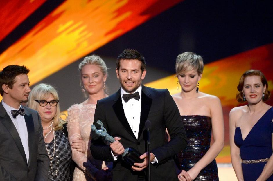 """""""American Hustle"""" obtuvo el reconocimiento al mejor elenco de una película del 2013. (AFP)"""