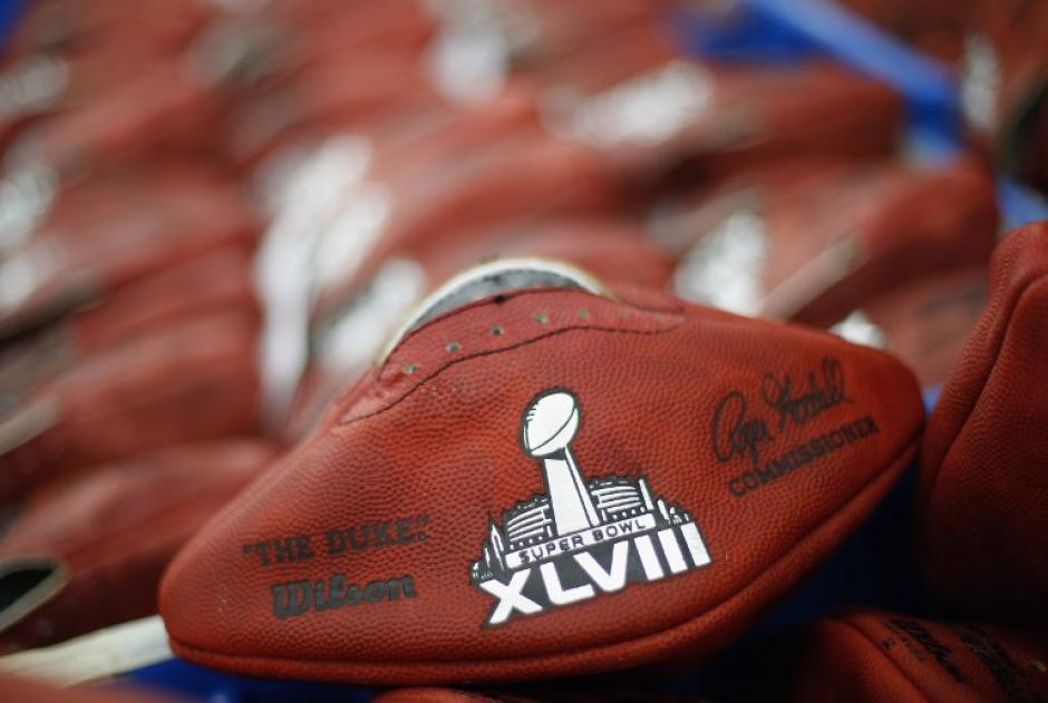 Wilson Sporting Goods enviará 108 balones a cada equipo para el Super Bowl XLVIII que se jugará el 2 de febrero. AFP