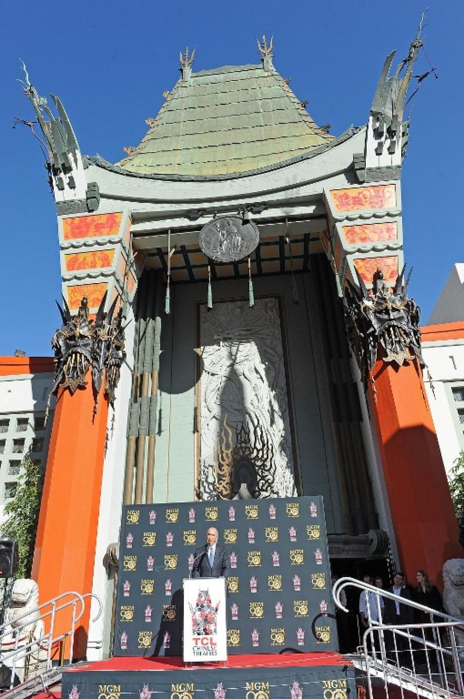 El Teatro Chino de Hollywood vistió sus mejores galas para el acontecimiento. Al centro el presidente de la compañía Gary Barber. Foto AFP