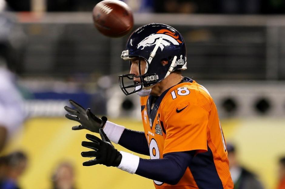 Peyton Manning no llegó en el mejor nivel, y su equipo no logró sobreponerse al dominio de Seattle en el primer tramo del Super Bowl. (Foto: AFP)