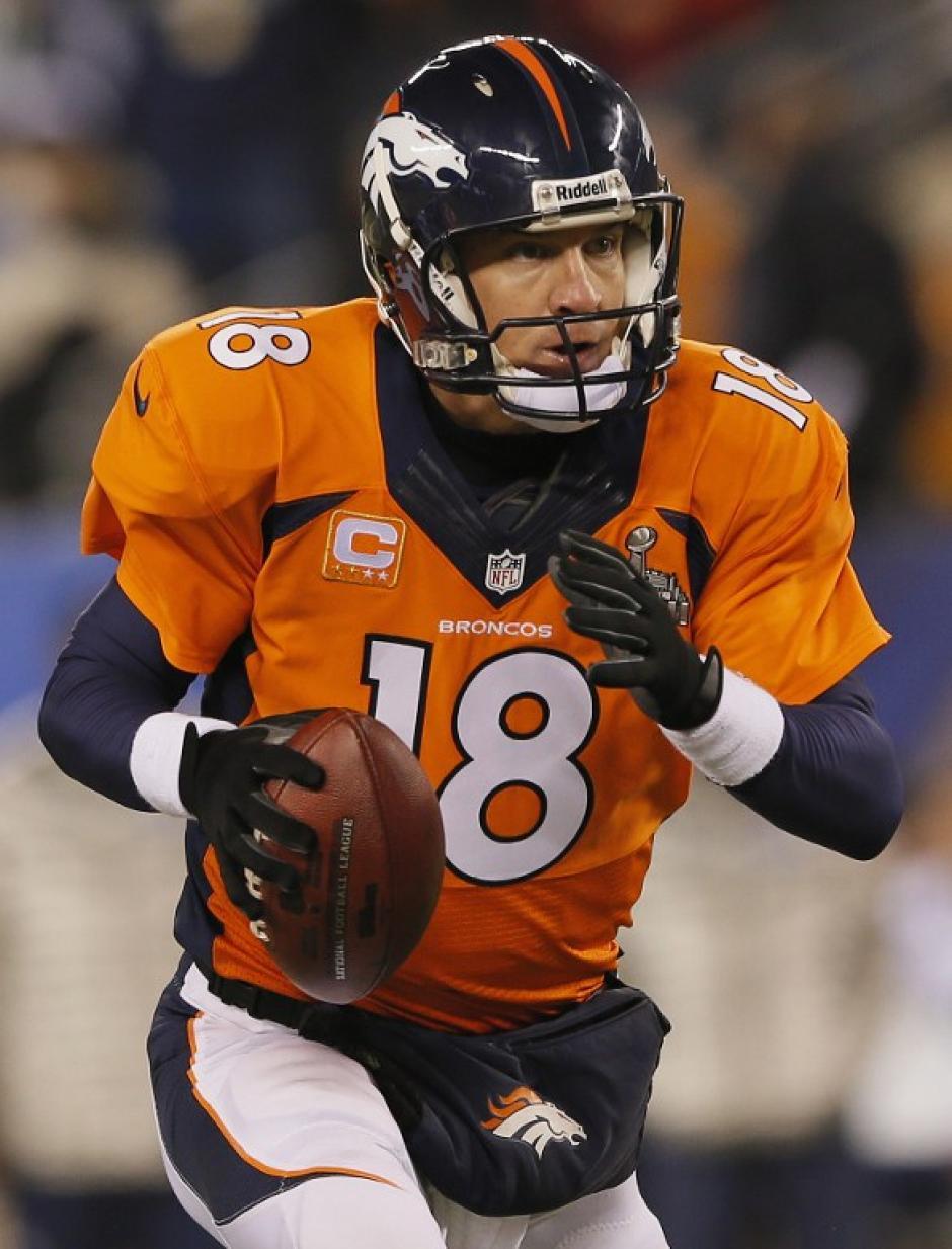 Peyton Manning, el QB de los Broncos, no pudo ordenar a su equipo en el primer tramo del juego. (Foto: AFP)