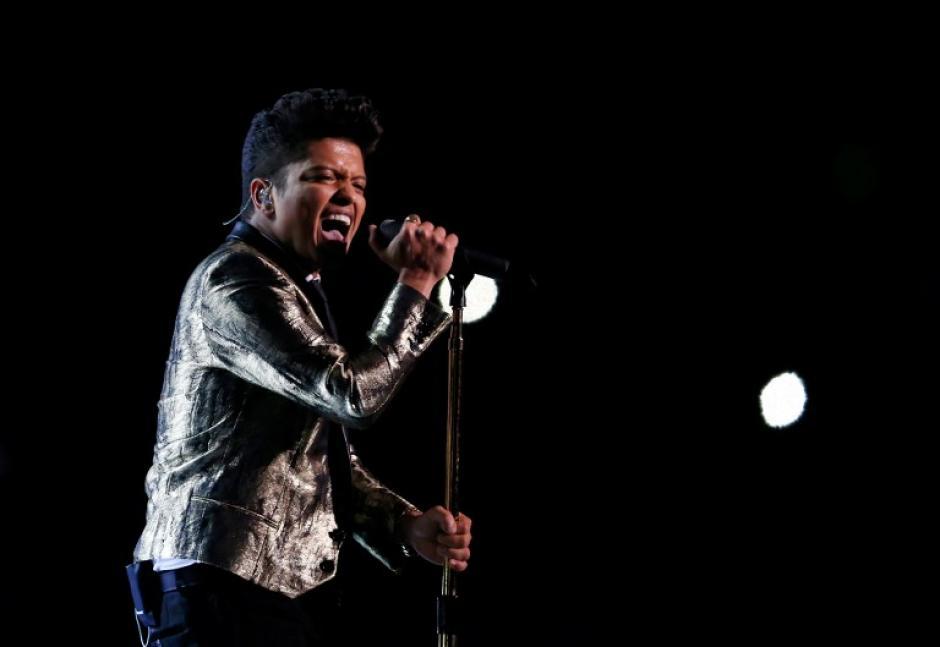 El artista del momento: Bruno Mars interpretó sus mejores éxitos en el Super Bowl XLVIII.(Foto: AFP)