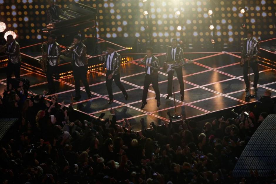 Luz, color, un espectáculo protagonizado por Bruno Mars.(Foto: AFP)