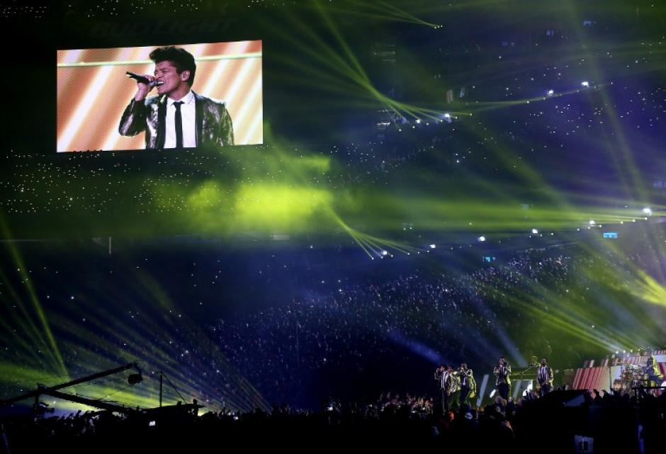 El medio tiempo transcurrió sin contratiempos, como usualmente ocurre. Bruno Mars dio una buena presentación.(Foto: AFP)