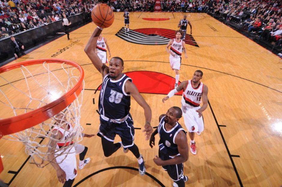 Kevin Durant anotó 15 de 28 tiros de campo, incluido un triple en tres intentos, y acertó 5 de 5 desde la línea de personal