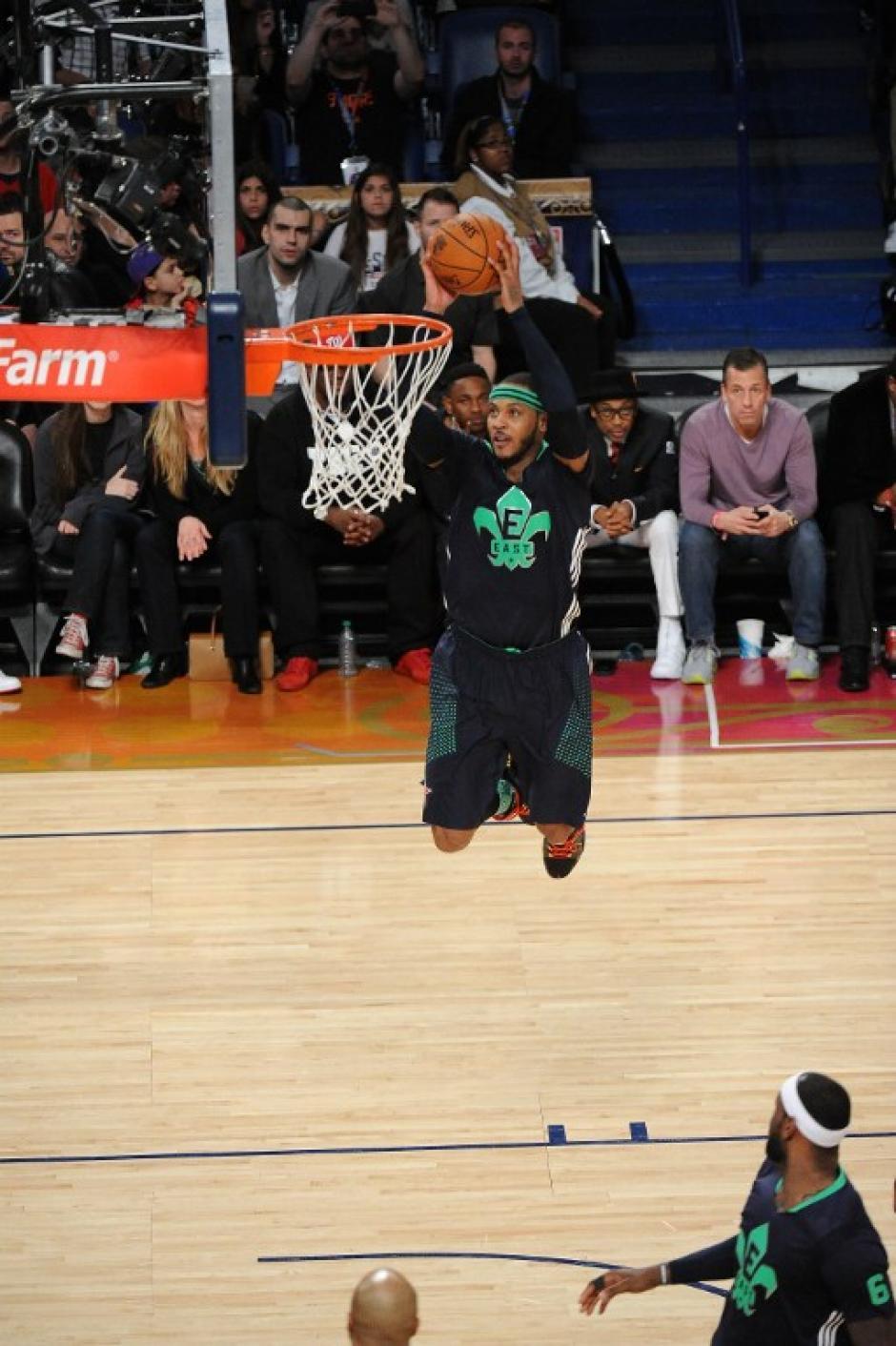 Carmelo Anthony anotó 30 puntos en el partido. (AFP)