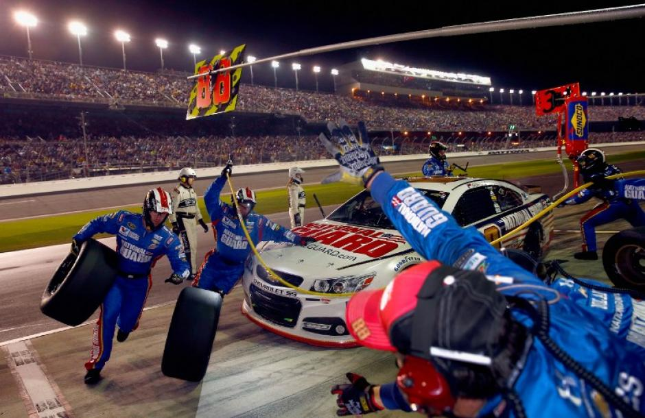 El equipo del piloto estadounidense Earnhardt Jr. colaboró en el triunfo, en la Daytona 500. (Foto:AFP)