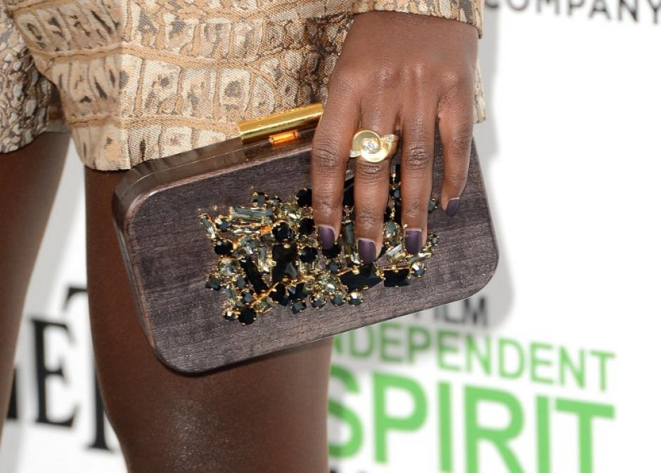 """Accesorios en colores madera y tierra fueron los seleccionados por la ganadora al Spirit en la categoría """"Mejor actriz de reparto"""" Lupita Nyog'o. (Foto: AFP)"""