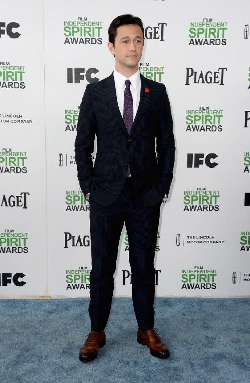 Elegantísimo y súper guapo se presentó el actor Joseph Gordon-Levitt. (Foto:AFP)