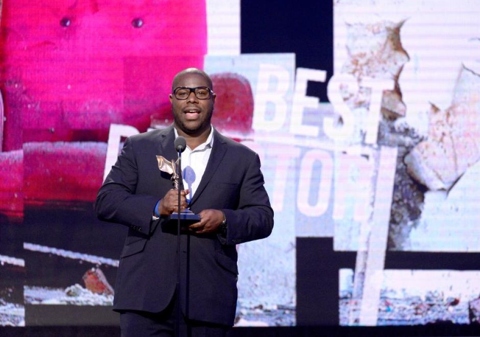 Steve McQueen,se llevó el premio a mejor director. (Foto: AFP)