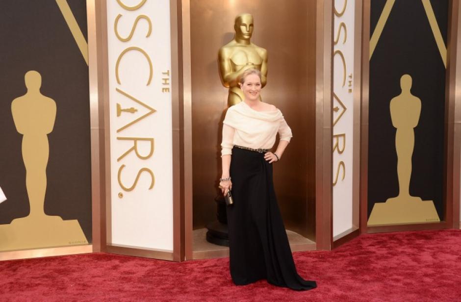 Fiel a su estilo, Meryl Streep escogió un atuendo sobrio en blanco y negro. (Foto: AFP)
