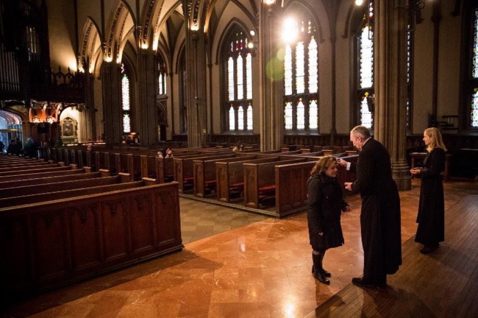 En Estados Unidos también las iglesias católicas realizan la imposición de la ceniza. Ésta es la iglesia de la Trinidad en Nueva York. (Foto: AFP)