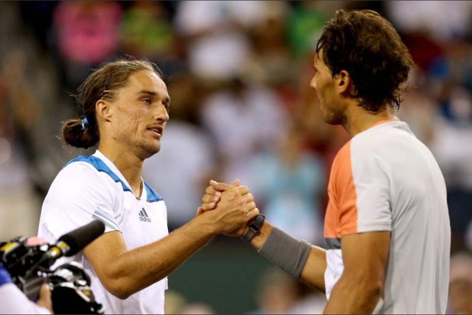 Rafael Nadal felicita al ucraniano Alexandr Dolgopolov tras caer en el Indian Wells