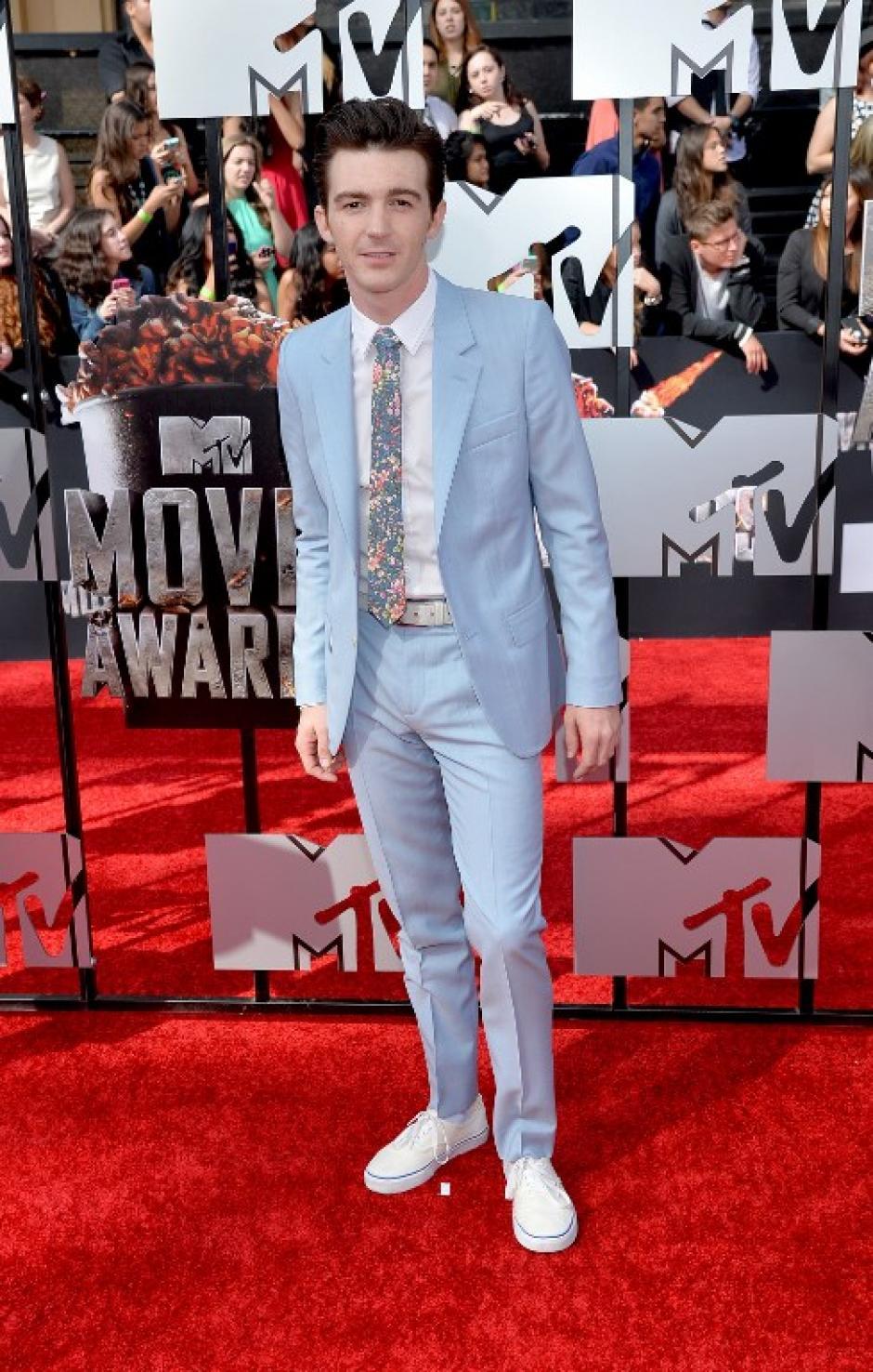 Actor Drake Bell llega a la alfombra roja en los premios MTV. (Foto: AFP)