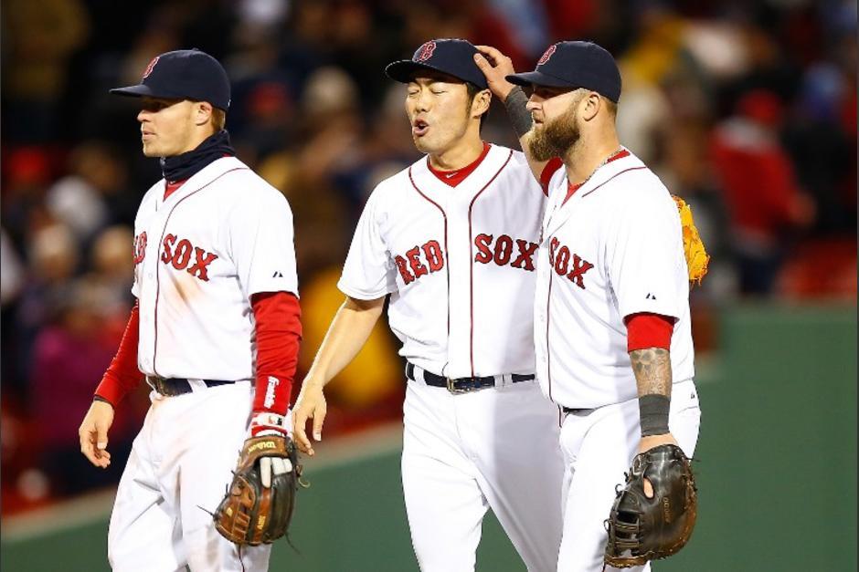 Los Medias Rojas de Boston celebran el triunfo sobre los Yanquis de Nueva York