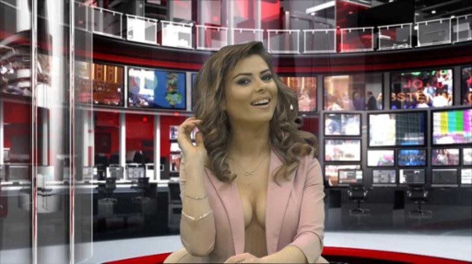 """Greta Hoxha, de 24 años, es una de las presentadoras de noticias """"al desnudo"""". (Foto: AFP)"""