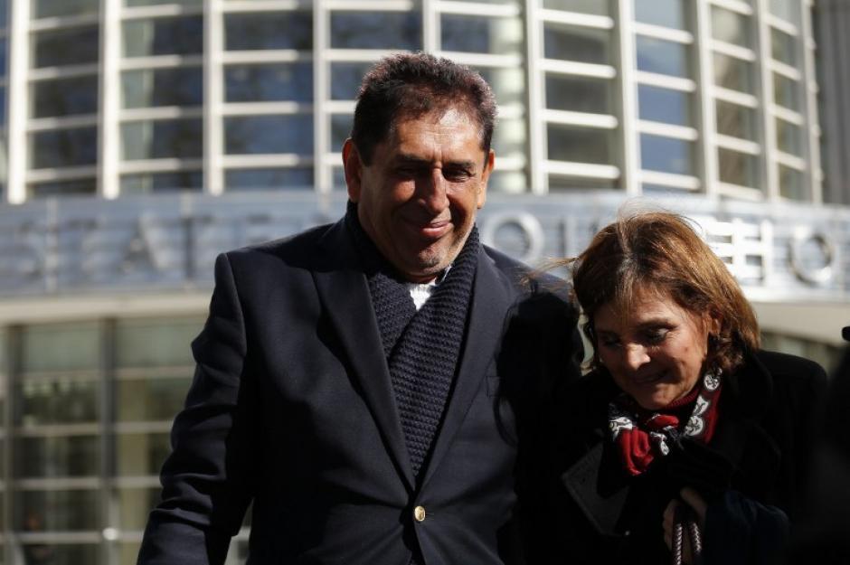 Acompañado por sus abogados el expresidente de la Fedefut abandonó el tribunal. (Foto: AFP)