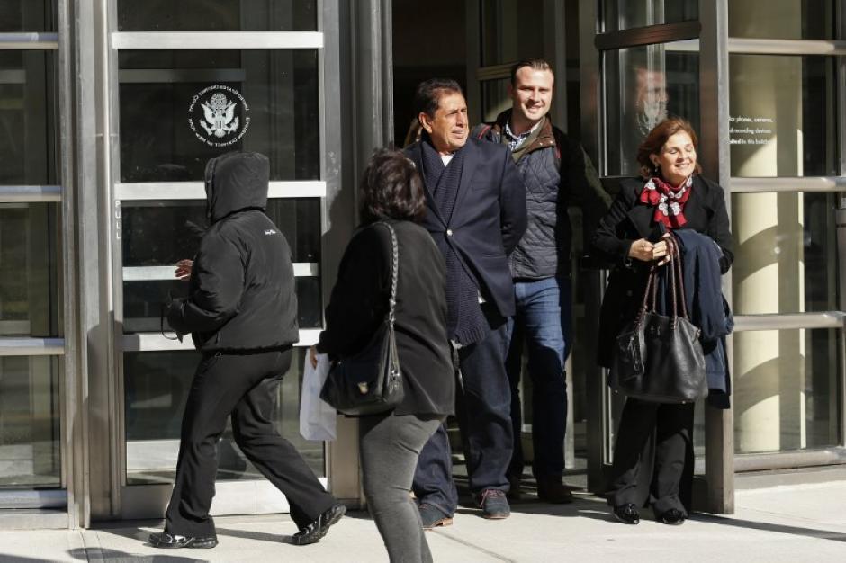 El momento exacto en el que Brayan Jiménez sale del tribunal. (Foto: AFP)