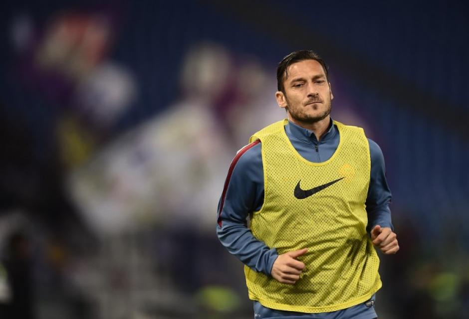 Francesco Totti podría retirarse esta temporada de fútbol profesional o al menos de la Serie A. (Foto: AFP)