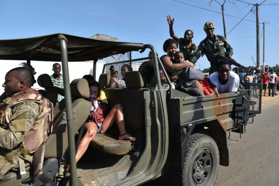Visitantes del balneario y de zonas aledañas fueron evacuados. (Foto: AFP)