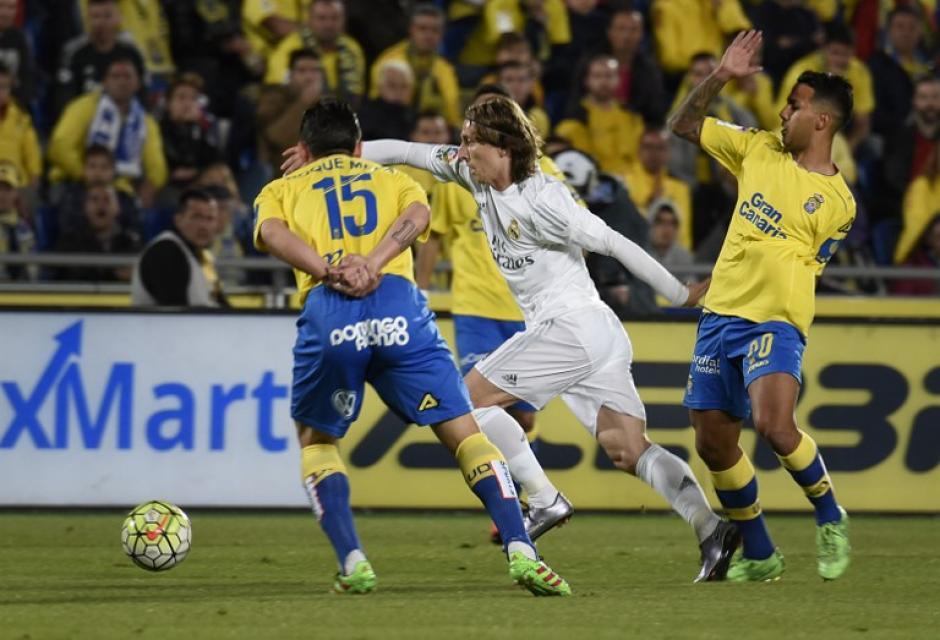 Luka Modric manejó los tiempos del medio campo del Madrid. (Foto: AFP)