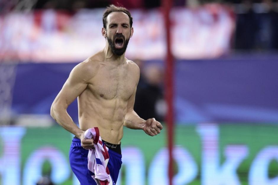 Juanfran celebra la victoria del Atlético de Madrid. (Foto: AFP)