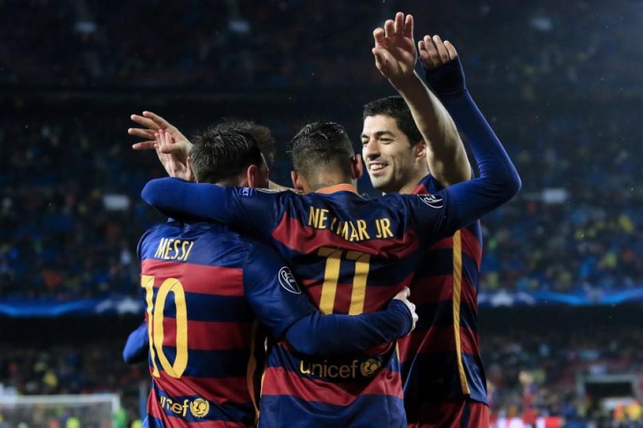 Messi, Suárez y Neymar anotaron cada uno para llevar al Barcelona a cuartos de final. (Foto: AFP)
