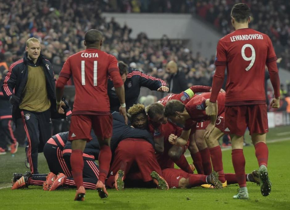 El Munich celebró una difícil victoria y pase a cuartos de final de la Champions. (Foto: AFP)