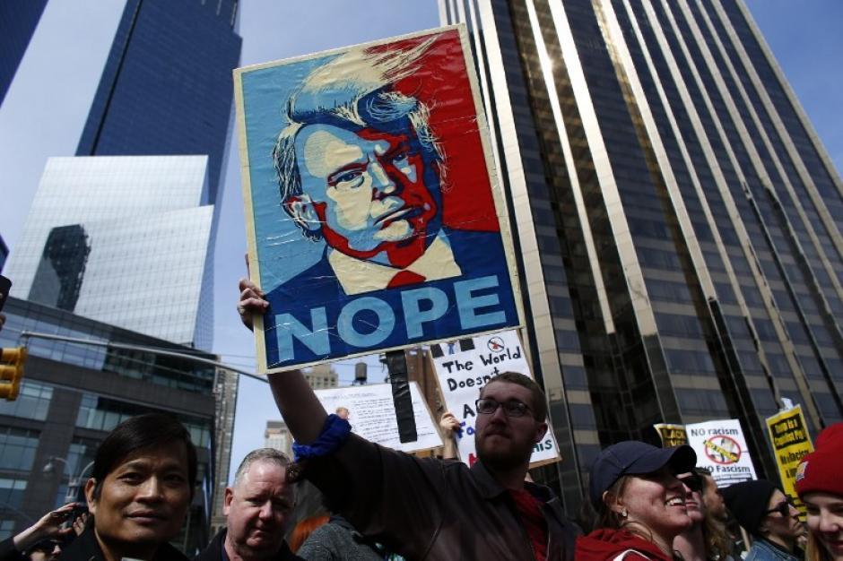 Habitantes de la Gran Manzana salen a las calles a protestar contra el candidato Republicano Donald Trump. (Foto: AFP/KENA BETANCUR)