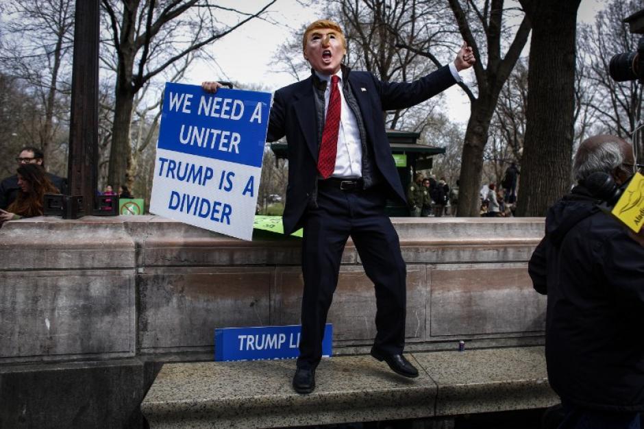 Donald Trump es criticado por sus comentarios contra los migrantes. (Foto: AFP//KENA BETANCUR)