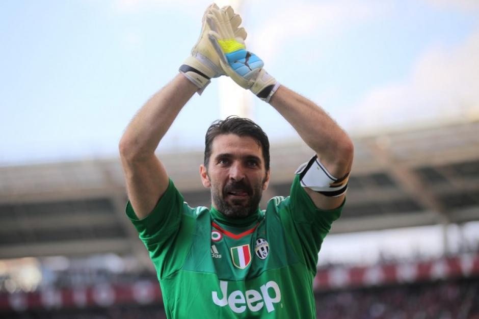 El arquero italiano de 38 años agradeció la ovación del público. (Foto: AFP)