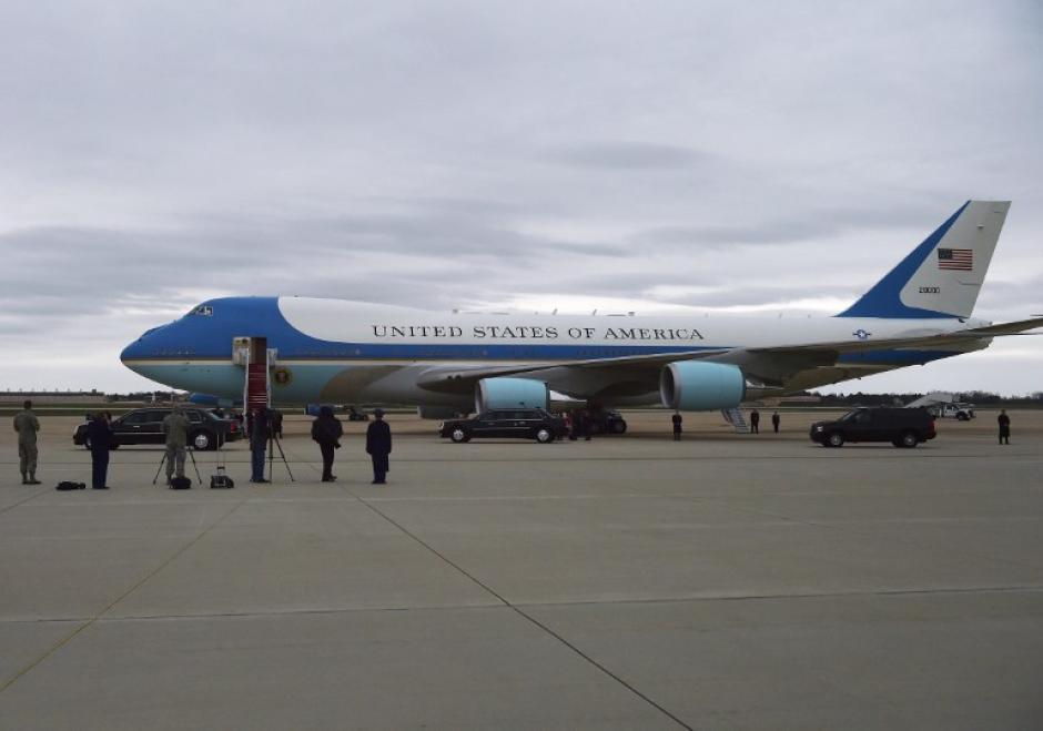 Obama partió de la base aérea Andrews en el avión conocido como Air Force 1. (Foto: AFP)