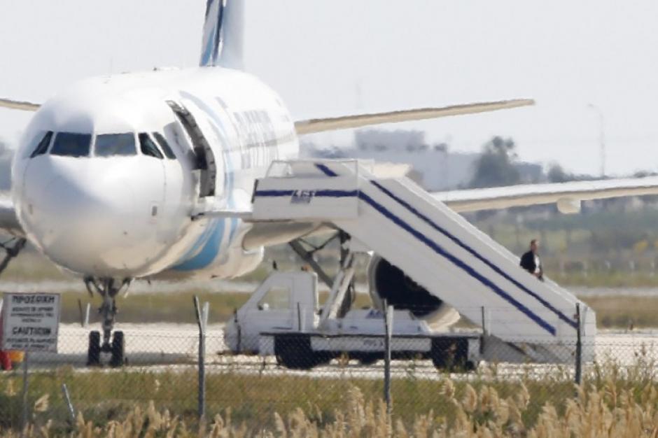Avión secuestrado aterrizó en Chipre y todo finalizó sin tragedia. (Foto: AFP)