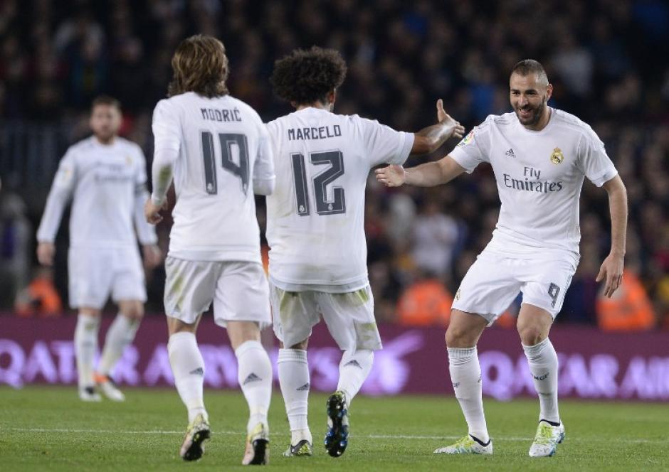 El francés Karim Benzema puso el 1-1 parcial para Real Madrid ante Barcelona.  (Foto: AFP)