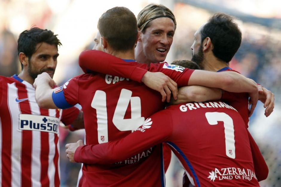 El Atlético de Madrid festejó en casa del Espanyol y sigue cerca de Barcelona. (Foto: AFP)