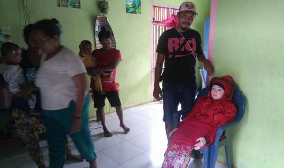 El hombre llevó a la muñeca a su casa por varias semanas para venerarla. (Foto: AFP)