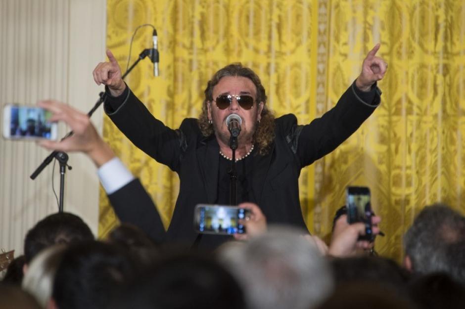 El cantante principal de la banda Maná, Fher Olvera, durante un evento del Cinco de Mayo en la Casa Blanca (Foto: AFP)