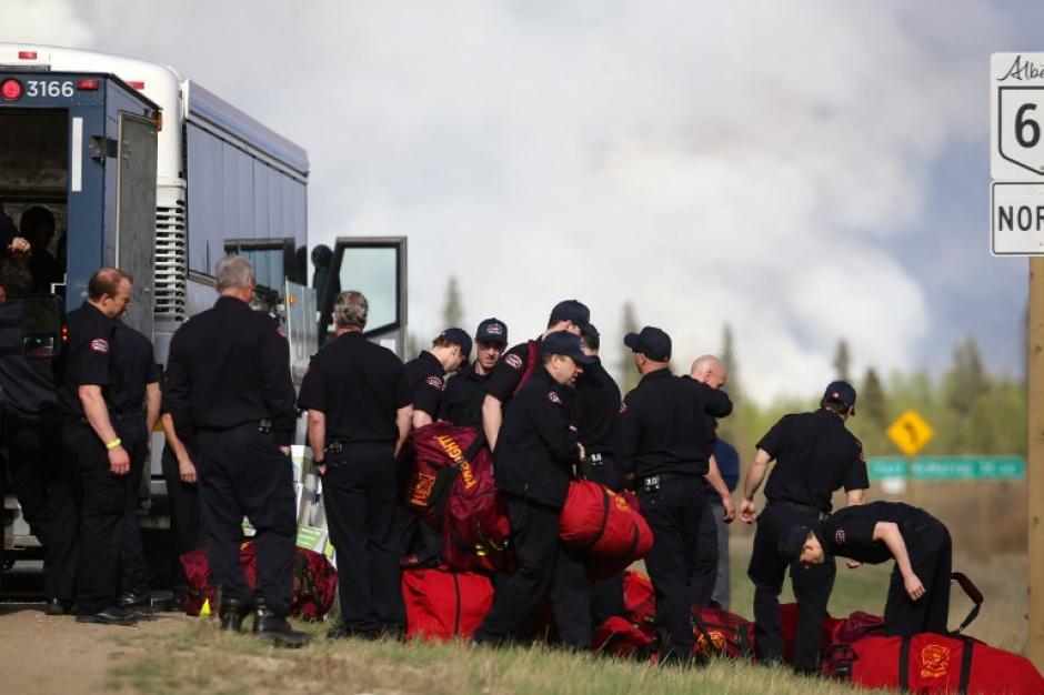 Los bomberos de Canadá tienen dos días trabajando en el incendio. (Foto: AFP)