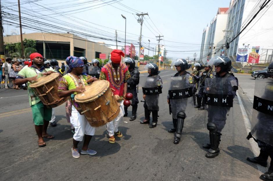La manifestación fue contenida por agentes antidisturbios. (Foto: AFP)