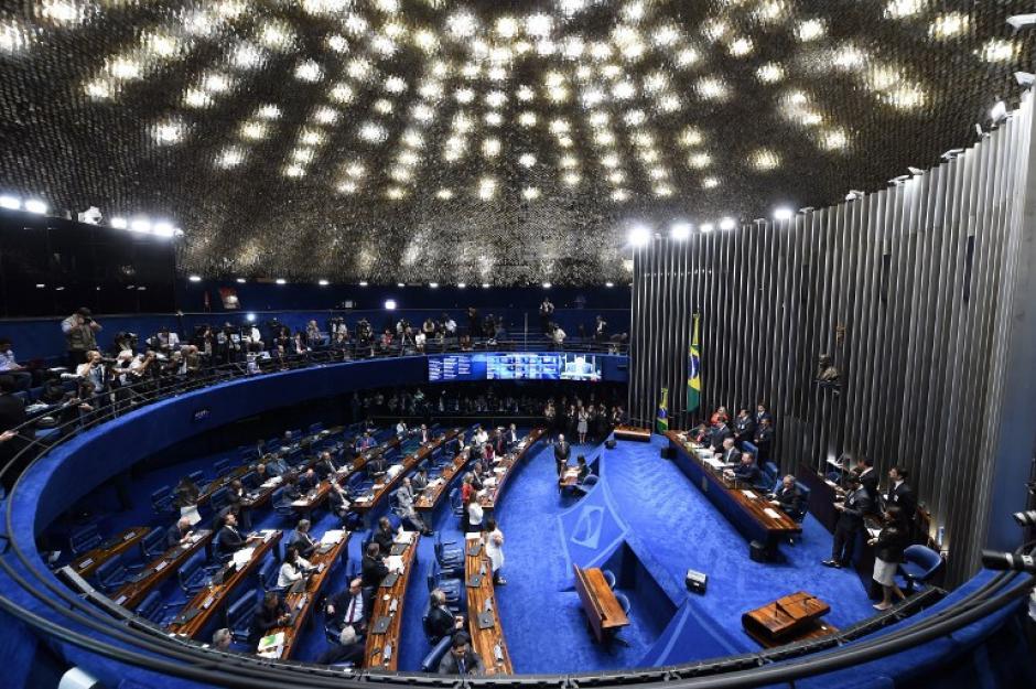 El Congreso brasileño sesionó durante 22 horas hasta concluir con la suspensión de la mandataria. (Foto: AFP)