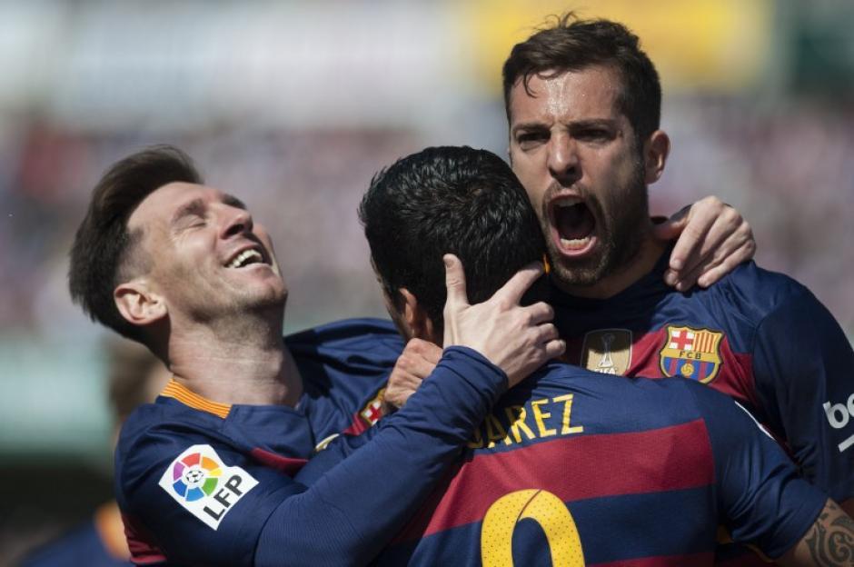 Barcelona festeja, está a 45 minutos de celebrar el título de la Liga. (Foto: AFP)