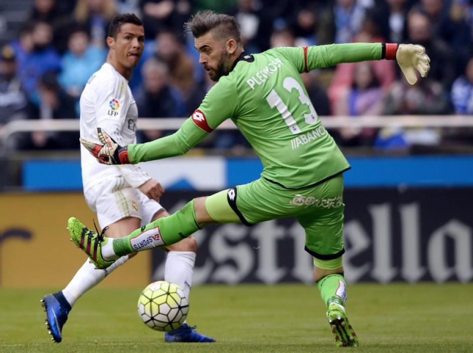 """Cristiano Ronaldo hace el intento por alcanzar el """"Pichichi"""". (Foto: AFP)"""