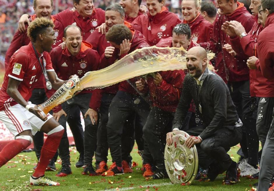 Pep Guardiola consiguió su tercera Bundesliga al hilo. (Foto: AFP)