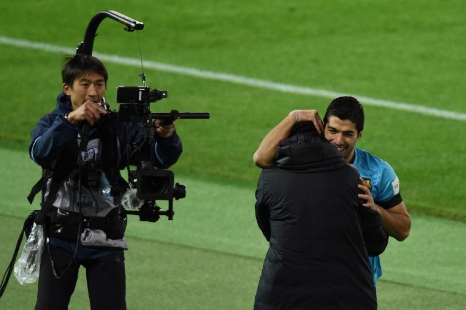 Suárez celebró con Luis Enrique los goles que le dieron la clasificación al Barcelona