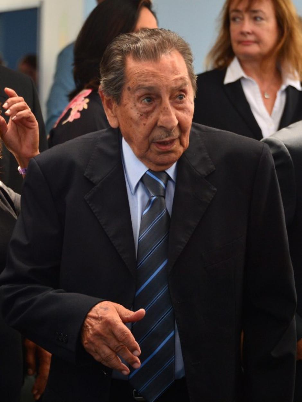 Alcides Edgardo Ghiggia jugador uruguayo que estuvo presente en el Maracanazo del 50 estará presente en el sorteo. (AFP)