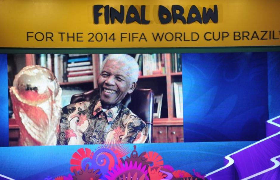 La FIFA brinda un minuto de aplausos al fallecido Nelson Mandela. (Foto: AFP)