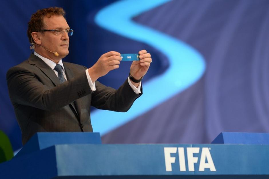El secretario general de la FIFAJerome Valcke organizó los grupos de competencia. (AFP)