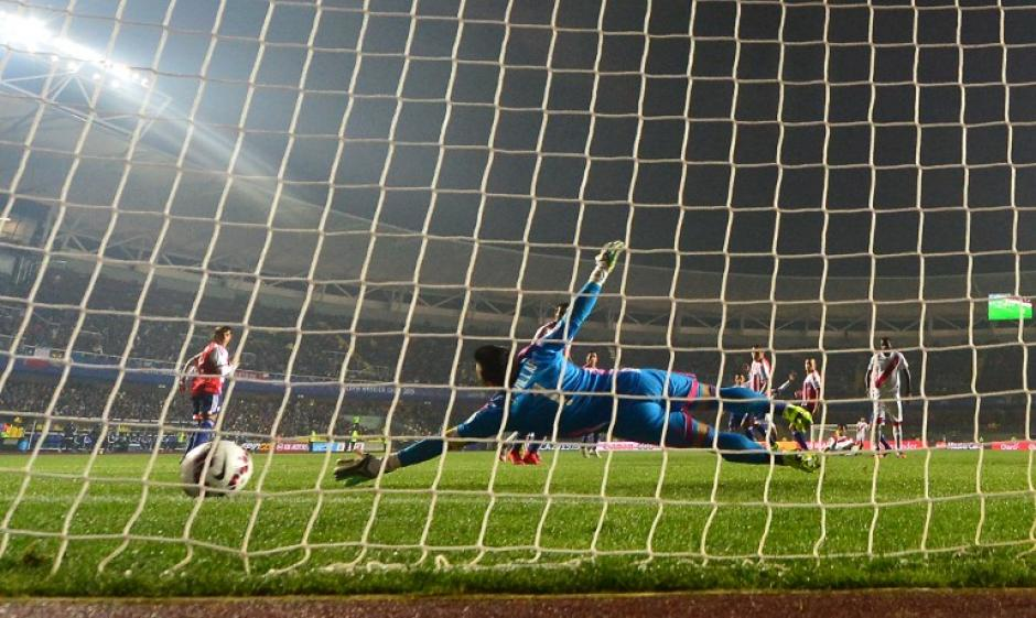 El gol de Carrillo que significó el tercer lugar de la Copa América para Perú. (Foto: AFP)